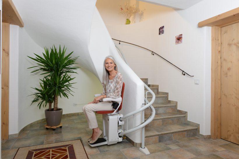 installer un monte escalier pour am liorer l accessibilit de son int rieur les actualit s sur. Black Bedroom Furniture Sets. Home Design Ideas